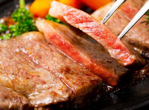 お箸で食べる和風ステーキ定食
